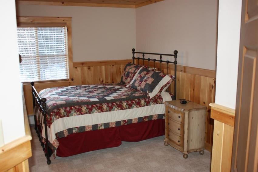 SledHead Chalet Typical Queen Bedroom